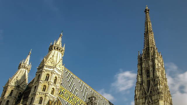 St. Stephan's cathedral Vienna (Stephansdom) at daytime – tracking shot with zoom
