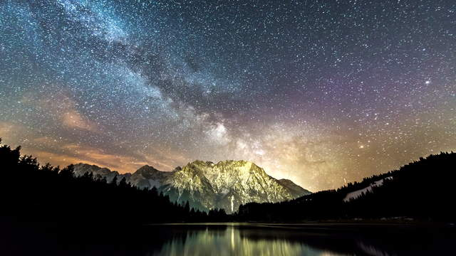4K Video Loop - Milky Way Mt. Karwendel